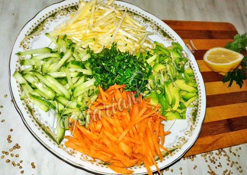 Добавляем нарезанную зелень