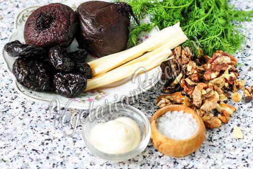 Для салата: свёкла, чернослив, грецкий орех, сыр, майонез, (чеснок по желанию)