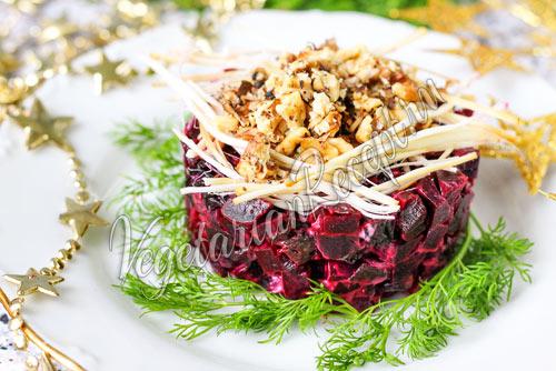 Салат из свеклы с черносливом и сыром - рецепт с фото