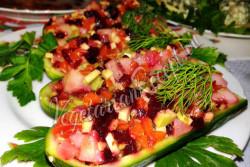 Салат в лодочках из огурцов