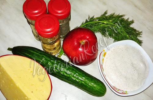 Сыр, огурец, яблоко и майонез