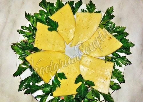 Закусочный салат с сыром рецепт