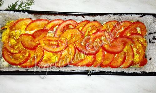 Слой запеканки из помидоров