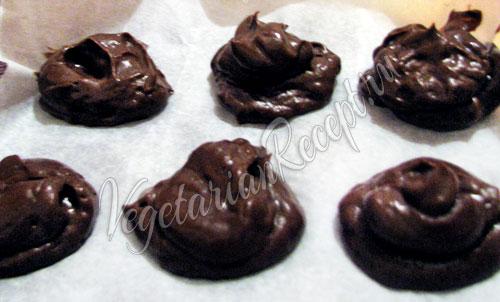 Выкладываем шоколадную массу