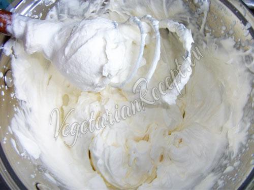 Взбитые сливки для мороженого крем-брюле