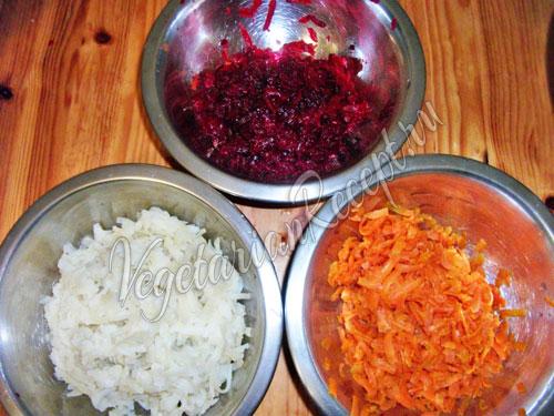 Измельчаем овощи на крупной терке