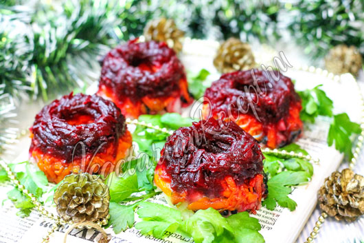 Вегетарианский заливной салат с черной икрой