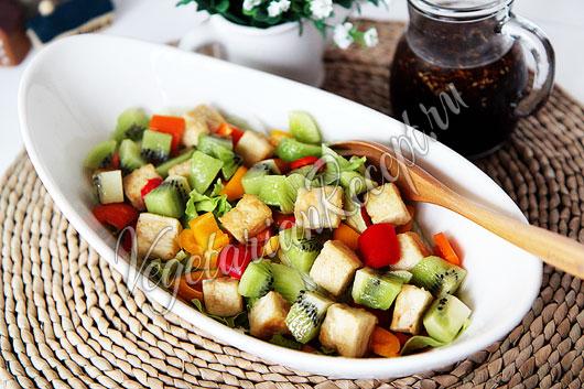 Фруктово-овощной салат с тофу