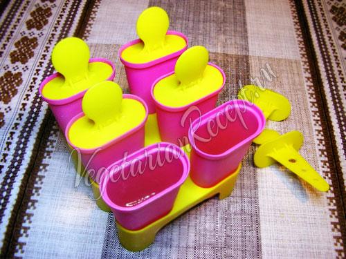 Разливаем лимонный щербет по формочкам