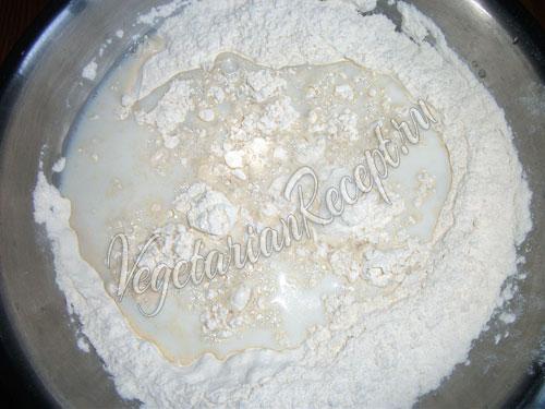 Замешиваем тесто для мантов