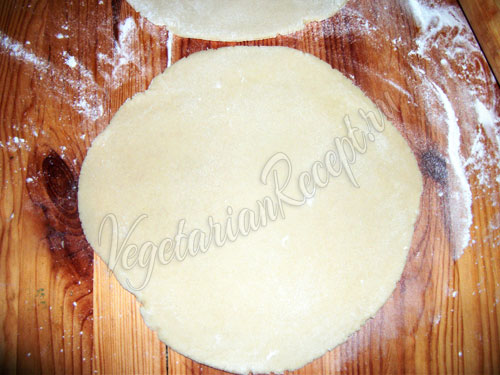Раскатываем коржи для торта - шаг 8