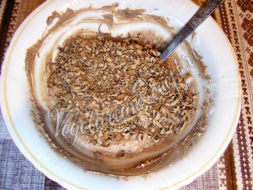Добавить тертый шоколад