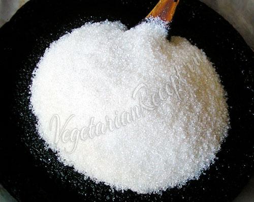 Добавляем сахар и цедру