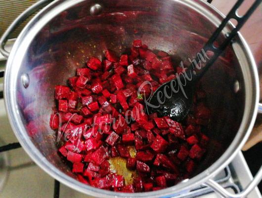 Обжарить овощи со специями