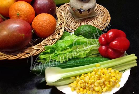 Овощи, кукуруза, авокадо, салатные листья