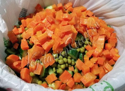 Добавляем вареную морковь