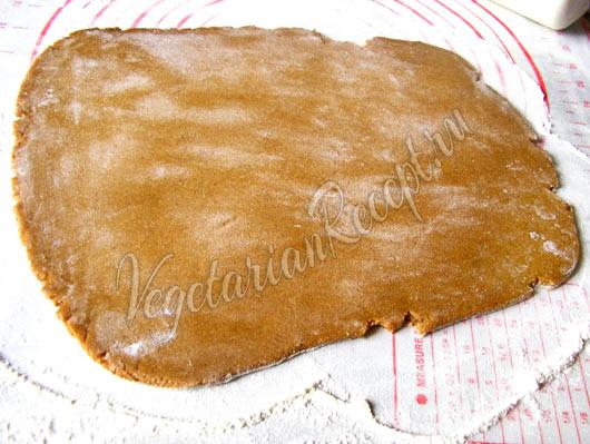 Раскатанное пряничное тесто