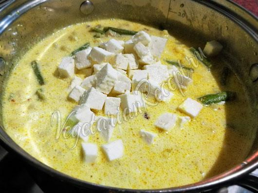 Добавляем в суп сыр