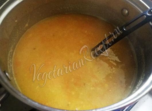 Наливаем в суп бульон