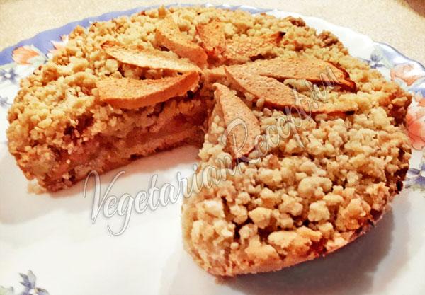 Постный пирог с айвой