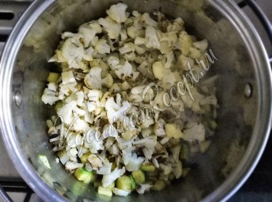 Всыпаем запеченную капусту