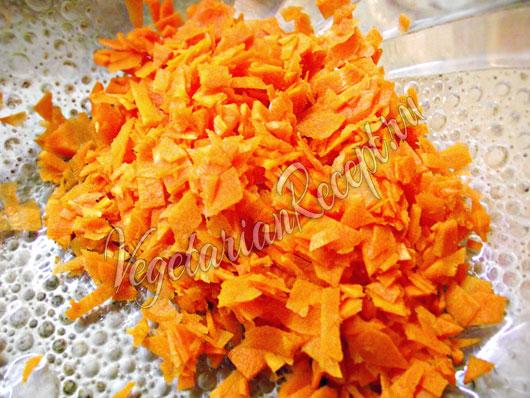 Режем сырую морковь
