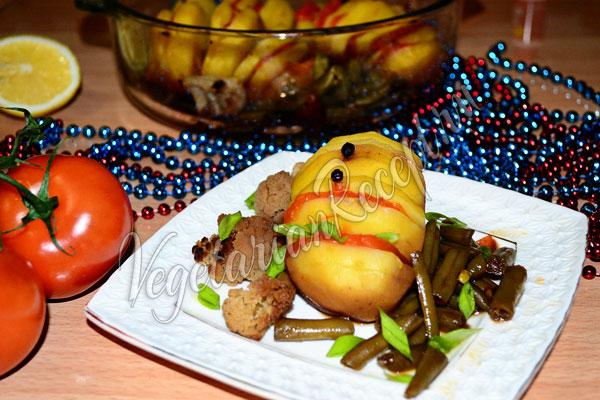 Запеченный картофель с овощами в духовке - рецепт