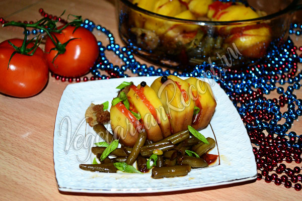 Запеченный картофель с овощами в духовке
