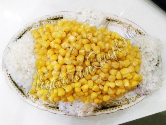 Украсить салат рыбку кукурузой
