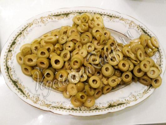 Выложить оливки