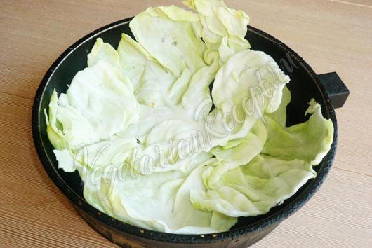 Выкладываем капусту в форму