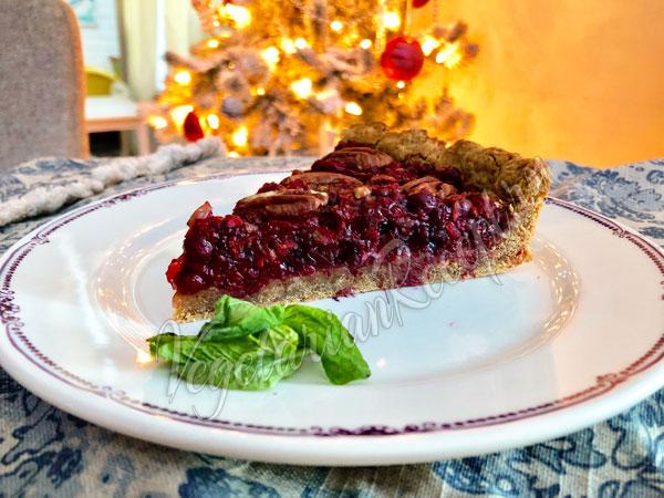 Постный пирог с брусникой