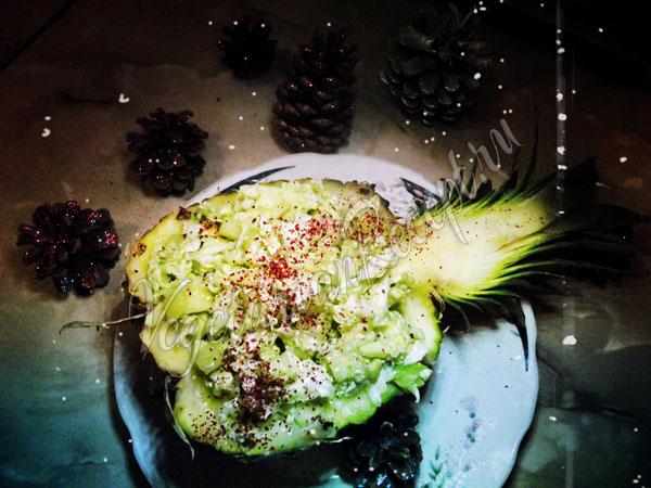 Салат в ананасе - рецепт с фото
