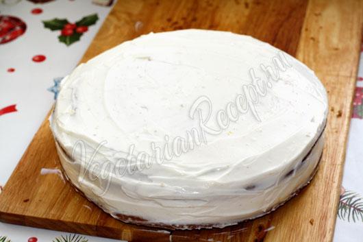 Наносим на торт крем