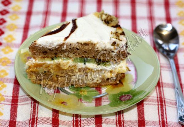 Кусочек торта с мандаринами