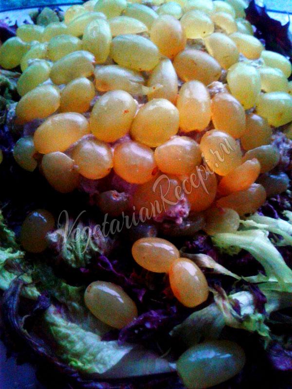 Веганский салат Тиффани из нутового сыра