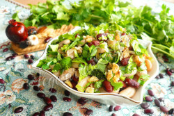 Салат из фасоли и грецких орехов