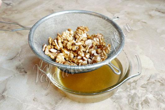 Промыть орехи