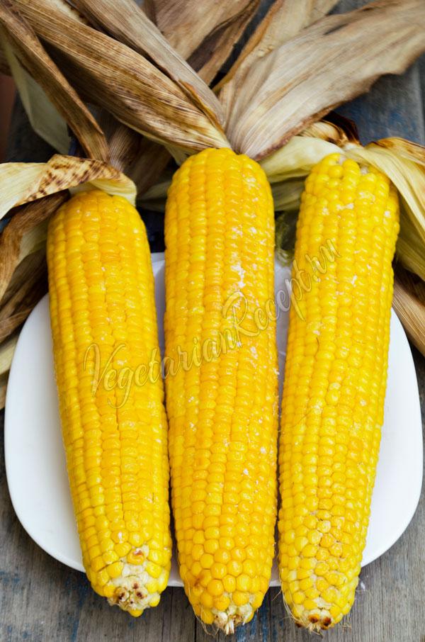 Кукуруза, запеченная в листьях