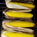 Запеченная кукуруза в листьях в духовке