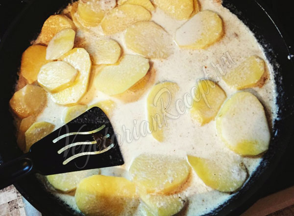 Молодая картошка в соусе